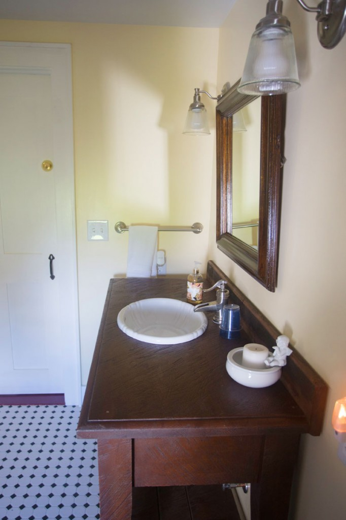 Private Bath, Meadowview Suite, Captain Kinne House B&B, Ovid, NY