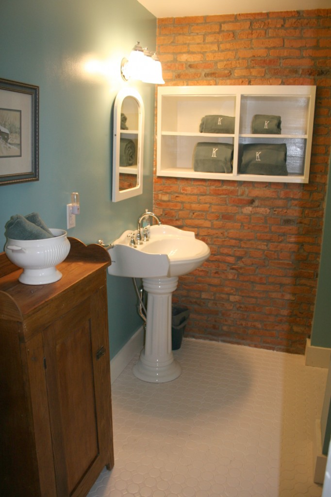 Private Bath, Vineyard Room, Captain Kinne House B&B, Ovid, NY